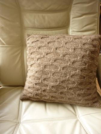 my knitted cushion pattern, in current issue of Yarnwise (issue 50)