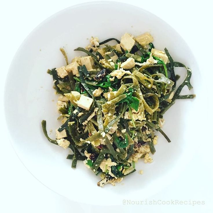 Alga pasta again: #food of the #future. Now with #tofu! A Dutch #startup company @seamorefood has owe the #iseapasta product. Only 20-25 g seaweed is necessary because in the water it will be five times bigger. Only 35 calories! #seaweed #pasta is one of the #healthiest ways of noodle consumption. Because of the seaweed is high in #protein but low in #calories at #workouts or #dieting is highly recommended. Check my #instagram for alga recipes.