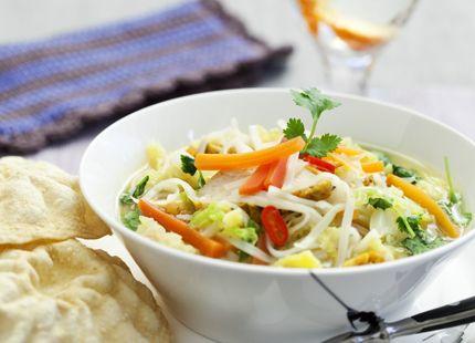 En härlig lätt och lättlagad soppa med asiatiska smaker! Gillar du inte koriander? Byt till persilja!