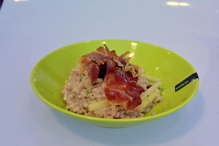 La zuppa di farro perlato è un piatto salutare, caldo, ma al tempo stesso gustoso. Inoltre la ricetta è adatta per gli intolleranti al glutine!