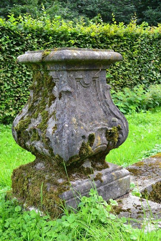 mossy: Gardens Ideas, Belgium Pearls, Gardens Statuary, Gardens Decor, Gardens Elements, Moss, Gardens Landscapes, Beautiful Gardens, Antiques Statuary