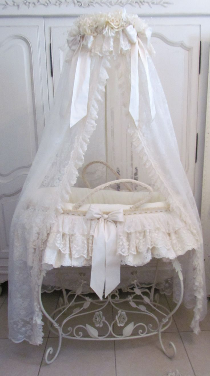Leipold crib for sale - Sweet Moses Basket With Stand