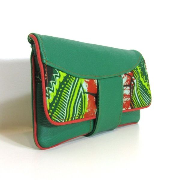 Portefeuille en simili cuir vert et tissu wax de 2 Be or Not ? sur DaWanda.com
