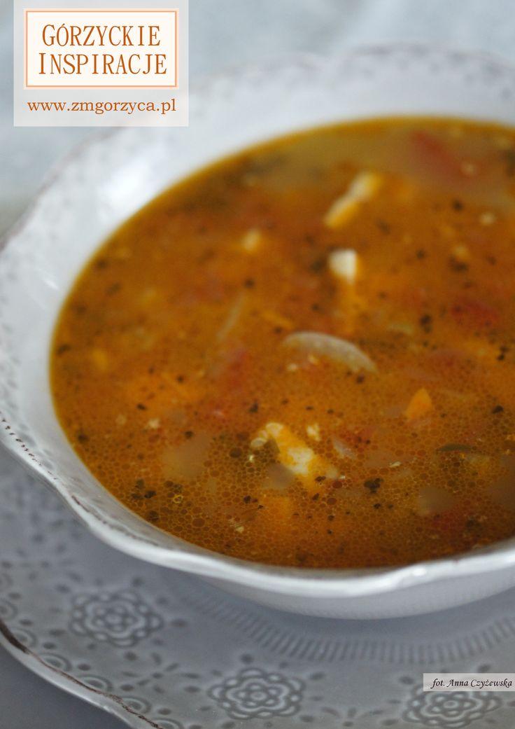Błyskawiczna zupa z letnich pomidorów z dodatkiem boczku wędzonego http://www.zmgorzyca.pl/gorzyckie-inspiracje/zupy/476-zupa-z-boczkiem