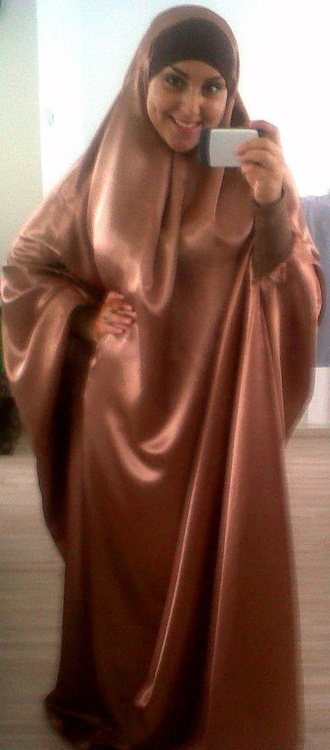 Silk Jilbab. she feel good, isn't she? :D
