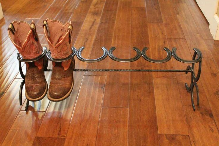 Boot rack made from old horse shoes - great idea for the mud room!