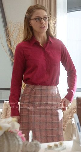 Kara's pink checked skirt on Supergirl. Outfit Details: https://wornontv.net/55791/ #Supergirl