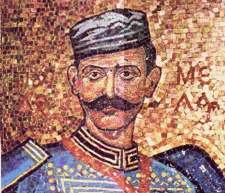 "#Macedonian #folklore - ""Σαν τετοια ωρα στο βουνο ο Παυλος πληγωμενος  Μες στο νερο του αυλακιου ητανε ξαπλωμενος.  -Για συρε, Δημο μου πιστε, στην ποθητη πηγη μου  και φερε μου κρυο νερο να πλυνω την πληγη μου.  Δεν κλαιω τη λαβωματια, δεν κλαιω και το βολι,  Μον κλαιω που με αφησε η συντροφια μου ολη.  Σταλαματια το αιμα μου για σε Πατριδα χυνω,  Για να 'χεις δοξα και τιμη, να λαμπεις σαν το κρινο  Παυλος Μελας κι αν πεθανε τα παλικαρια ζουνε  Θα φερουνε τη λευτερια στη χωρα που ποθουμε."""