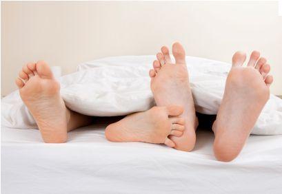 ओर्गजम क्या है आइए जानें सेक्स सम्बन्ध बनाते समय महिलाओं को ओर्गजम ( चरमसुख ) का मिलना एक सामान्य बात हो सकती है या नहीं भी किंतु कई बार महिलाएं सेक्स के दौरान झूठा ओर्गजम ( चरमसुख ) होने का नाटक भी करती है  इसमें अचंभित होने की जरूरत नहीं है क्योंकि कई बार सेक्स करते समय महिलाएं अपने आप को और अपने साथी को उत्तेजित महसूस करवाने के लिए...