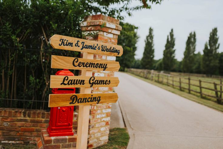 Point your guests in the right direction with a bespoke sign like this. Photo by Benjamin Stuart Photography #weddingphotography #weddingsign #signage #weddingvenue #weddingdecor