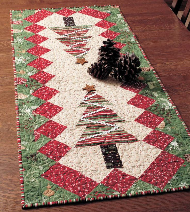 Free Quilt Patterns Table Runners Download : Table Tinsel - Free Table Runner Quilt Pattern Table runner pattern