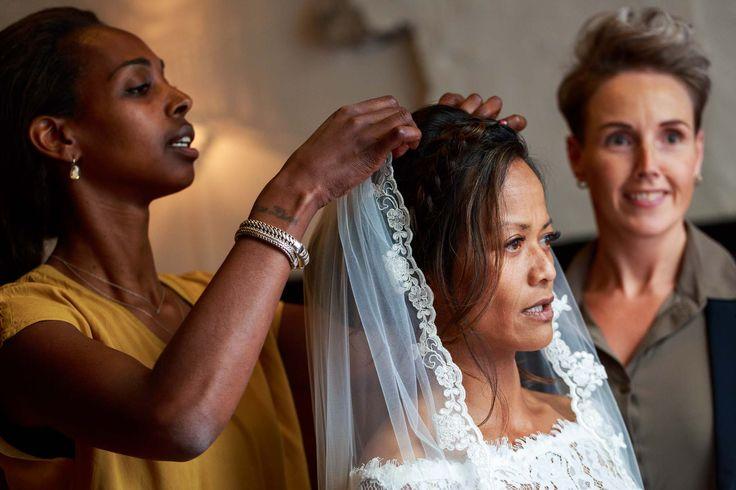 Getting ready for the day #Bruidsfotografie in #Kampen, #Overijssel #wedding #bride #celebration #happiness #unforgettable #love #weddingdress #marriage #weddingday #celebrae #instawed #instawedding #trouwfotograaf4you #Dronten #Zwolle #bruidsfotograaf #bruidsfotografie #trouwfotograaf #trouwfotografie