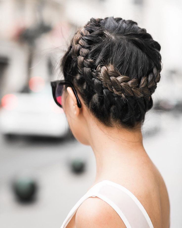 We cannot get enough of this stunning tight braided crown. Wendy is looking street chic in this fresh and cool style