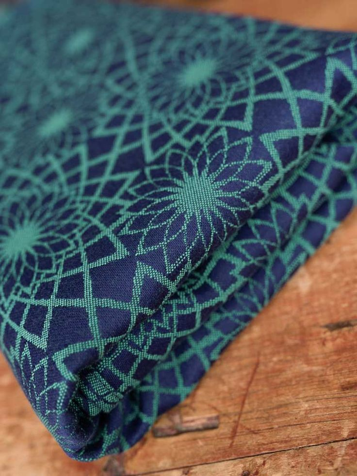 Geometric flowers spiral outwards on this gorgeous dual hemmed scarf. The dual hem means there is no 'right' or 'wrong' side with jewel green and navy crea