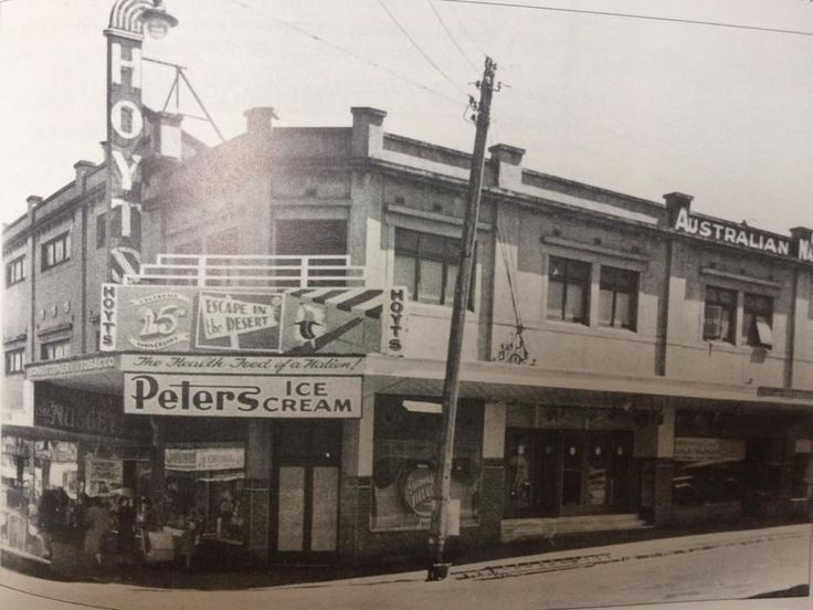 Hoyts Bentleigh theatre as it looked in the 1940s.  Cinema closed in 1984, now a real estate office.