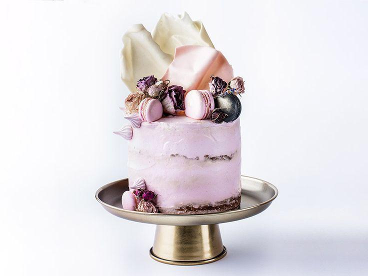 Kurs tworzenia tortów artystycznych – zdobienie tortów krok po kroku jako pomysł na prezent dla cukiernika