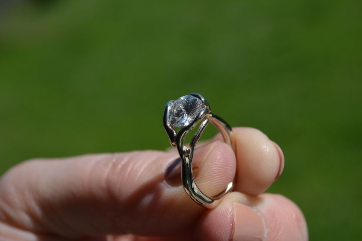 white golden ring and diamond inspired by 'Horta'