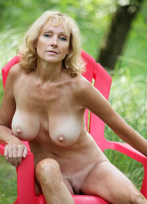 Nude Photos Older Women 21