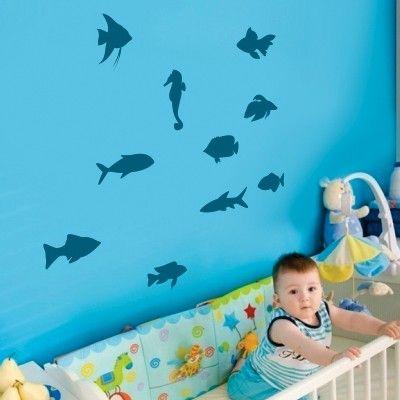 """Adesivo Murale - I pesci dal mare alla vostra cameretta. I vari pesci si possono attaccare indipendentemente e posizionare a piacemento.  Adesivo murale di alta qualità con pellicola opaca di facile installazione. Lo sticker si può applicare su qualsiasi superficie liscia: muro, vetro, legno e plastica.  L'adesivo murale """"Pesciolini"""" è ideale per decorare la cameretta dei bambini. Adesivi Murali."""