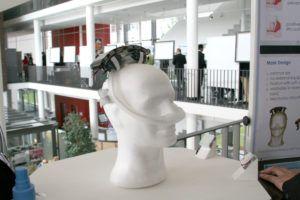 Medizintechnische Produkte der Zukunft: Am 14. Juli präsentierten Studierende und Start-Ups ihre Projekte auf der Innovation Research Lab Exhibition der FAU. Zu sehen war u.a. ein Prototyp eines leichten, batteriebetriebenen, tragbaren Atemtherapiegeräts für Schlafapnoe-Patienten. (Bild: FAU)