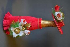 красивое-оформление-бутылки-шампанского-цветами-и-конфетами.jpg (300×200)