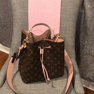 75dde7fe1d9a This lovely customer got a Top Handle for her LV Neo Noe Bucket Bag