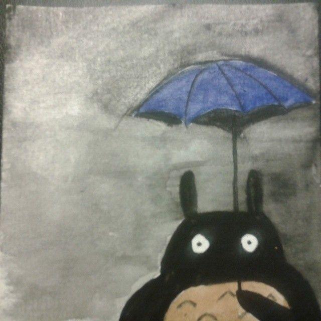 El Totoro del reverso tenebroso Que feo, con lo bonito que es Totoro. Con este he descubierto que un trazo tan sencillo no es nada fácil de reproducir. Espero que el gran Hayao Miyazaki sepa perdonarme la osadía.