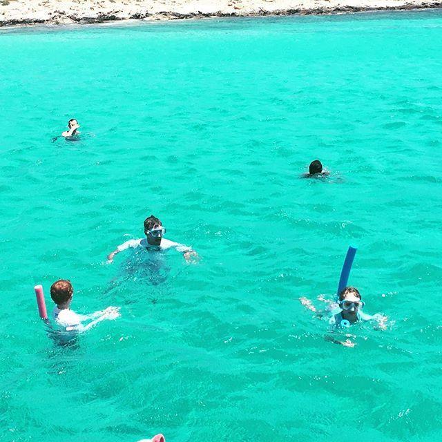 They call it The Blue Lagoon for good reason! #travelwithkids #travelblogger #kidstravel #greece #paros #bluelagoon #clearwaterbeach #familytime #travelmomentswithkids #familytravel  #europetravel #kidsofinstagram #instakidstravel #kidswelltravelled #greekbeach #summerswim
