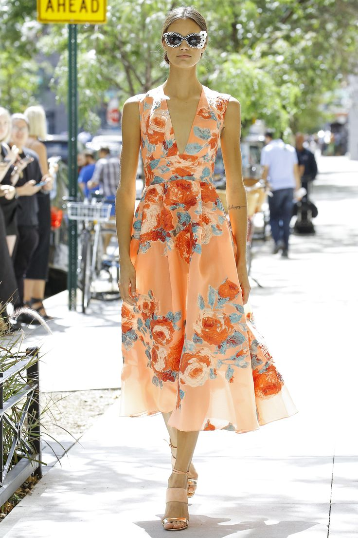 Lela Rose | Spring 2017 RTW fashion collection | Roses | Traditional floral