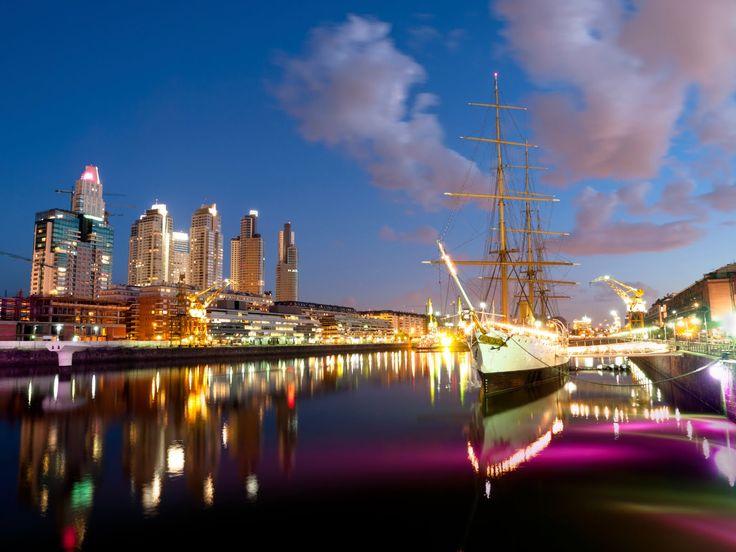 Puerto Madero, bairro mais moderno de Buenos Aires, seus diques com diverso restaurantes para todo o gosto!! Turismo Buenos Aires