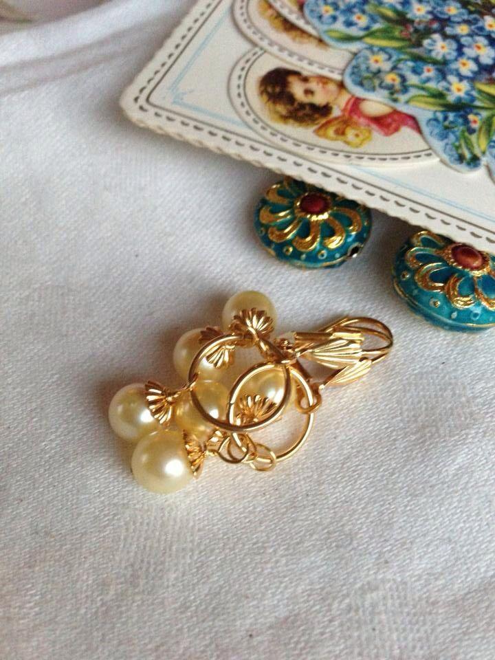 Yellow pastel seawater pearl earring.