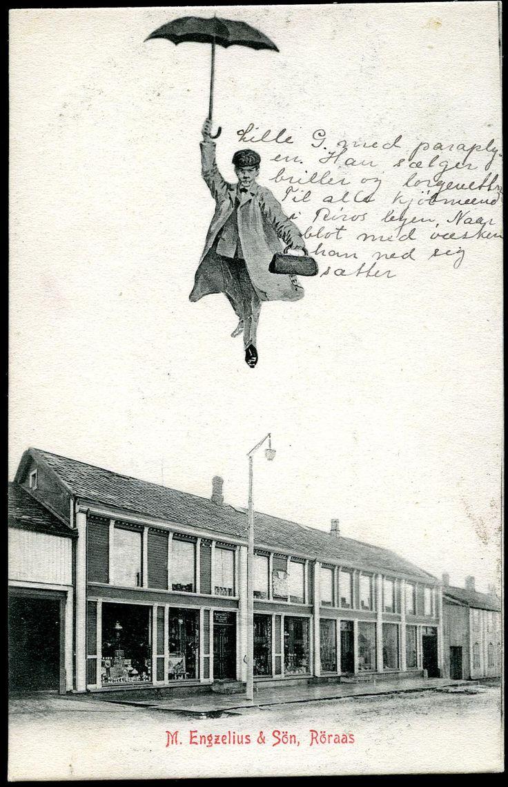 RØROS i Sør-Trøndelag fylke. Butikken til M.Engzelius & Søn med dalende butikksjef i paraply. Morsom kommentar fra avsender på dette. Stpl. Nordbanernes Postexp 1905