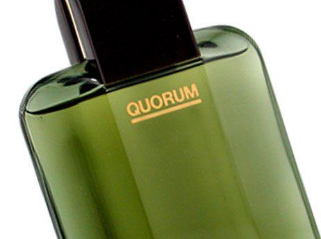 """QUORUM_ nombre de perfume de la compañía Puig, procede del genitivo del relativo latino """"quórum"""", """"de los cuales"""", que se utiliza hoy en día con el significado de """"proporción o numero de asistente que se refiere para que una sesión de un cuerpo colegiado pueda comenzar, o adoptar una decisión formalmente válida""""."""