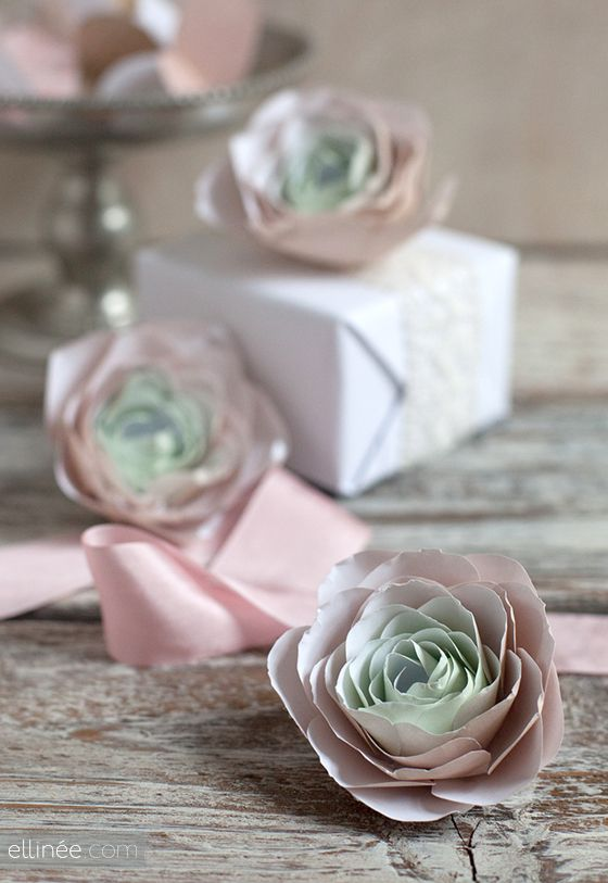 DIY ::PAPER RANUNCULUS- These are so gorgeous !! (You can decorate anything with them!)