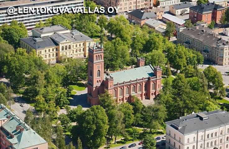 Kirkkopuistikko ja vanha kirkko Ilmakuva: Lentokuva Vallas Oy