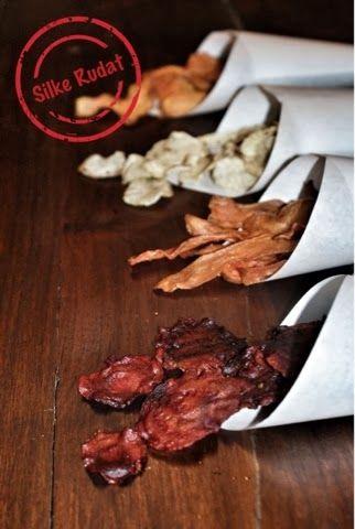 gemüse chips...rote beete, karotte, süsskartoffel, rettich  einfaches rezept für selbstgemachte gemüsechips ... ideal für party und buffet  http://silke-rudat-de.blogspot.de/2014/01/gemuse-chipsrote-beete-karotte.html