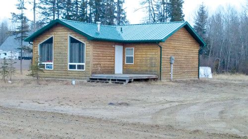 Comfortable Lake Property 805sqft Lake Property, c/w 2 bedrooms, large Living Room and Family Room, Electric Heating, double Glazed Windows, 2 decks either side. Metal Roofing.