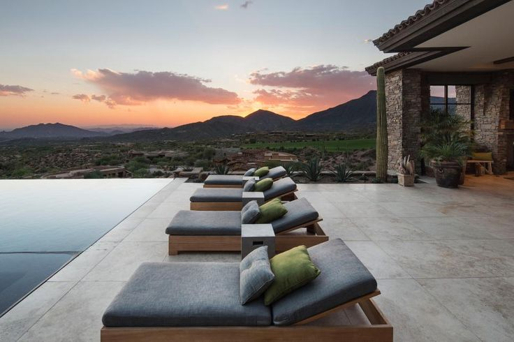 Everything about this Arizona mountain retreat lives large thanks to Tor Barstad's design, which takes advantage of the home's beautiful desert setting and makes the most of indoor-outdoor living.