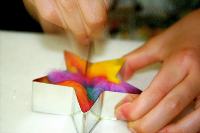 Needle felting with cookie cutters-great idea! I have some roving & certainly have cookie cutters!