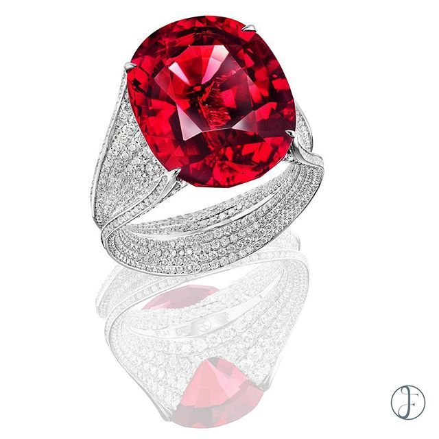 A 17 carats Natural Burmese Vivid Red Spinel & Diamond Ring by FORMS #formsjewellery #burmesespinel #unheatedspinel #spinelring #diamonds #diamondring #oval