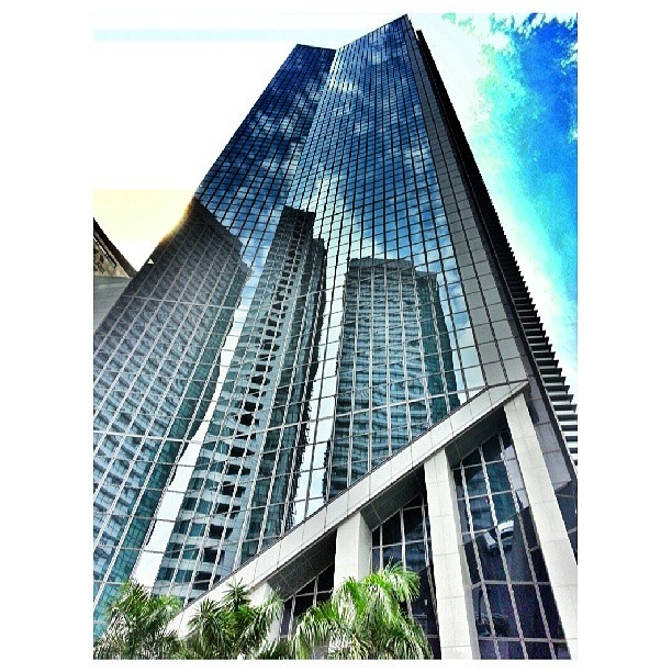 bye #makati #building #reflections #sky#clouds#philippines #マカティ#フィリピン#空#雲