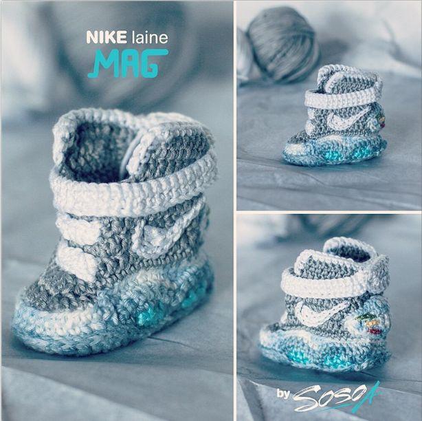 Mini Nike Air Mag de Retour vers le futur réalisées par Sosoa au crochet pour bébé ! #crochet #baby #hook #Nike #AirMag www.sosoa.fr