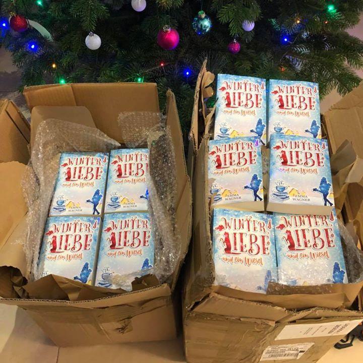 Die Prints sind daaaaaaaa wer Winter Liebe und ein Wiesel im Taschenbuchformat mit Widmung haben will kriegt es über meine HP www.emma-Wagner.de Wer nicht bis nach den Feiertagen warten kann einfach schnell das eBook bei Amazon runterladen http://amzn.to/2BPT2pY  Über die Feiertage noch für 99 Cent für Kindle Unlimited Leser kostenfrei  #winter #wiesel #liebe #Love #print #taschenbuch #ebook #amazon #snow #letitsnow #weihnachten #christmas #romance #happy #author #authorslife