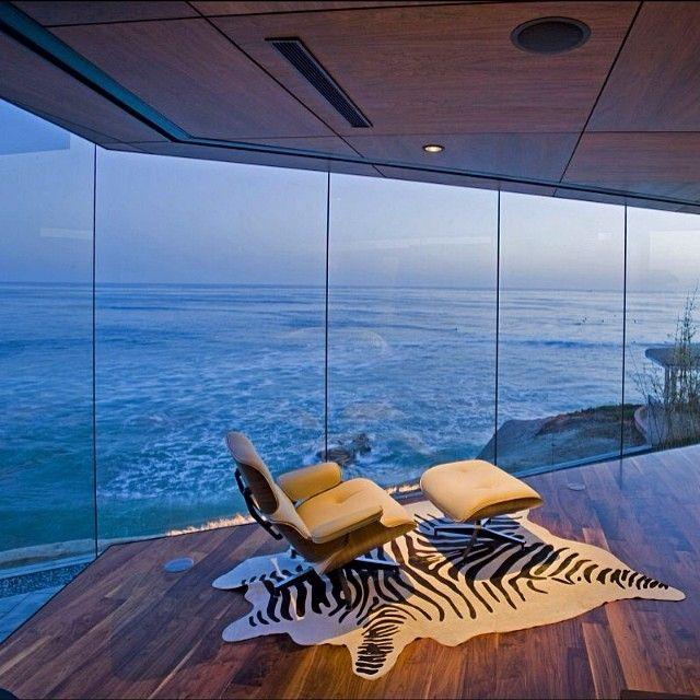 The Lemperle Residence oceanfront in La Jolla, California .