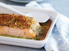 Lax i ugn med krispigt örttäcke och potatismos | Recept från Köket.se