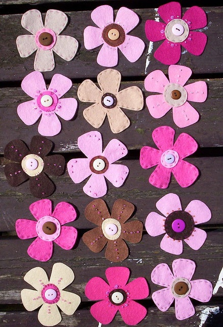 Felt flowers... cute for hair clips!