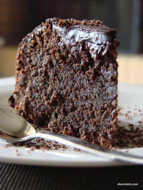 Καπριτσιόζα!!! Σοκολατένιο Κέικ με Αμυγδαλόψυχα και Ρούμι - DemiDeli - Αγαπημένες Συνταγές