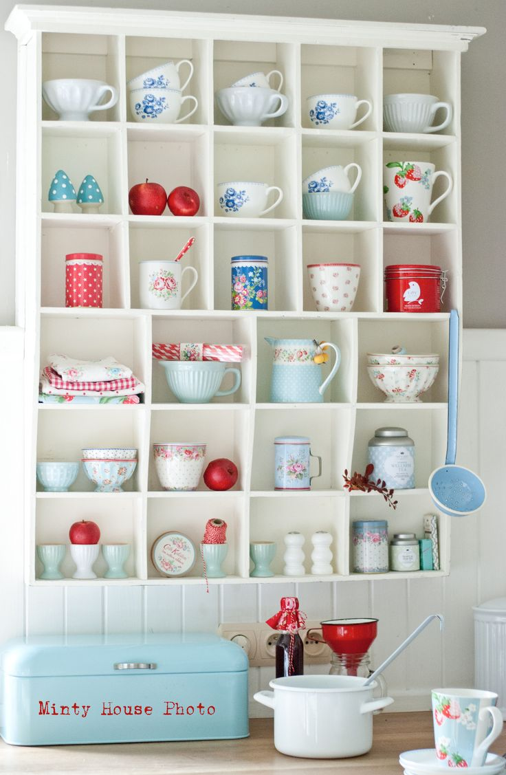 Minty house kitchen autumn apples red blue green gate for Cath kidston kitchen ideas