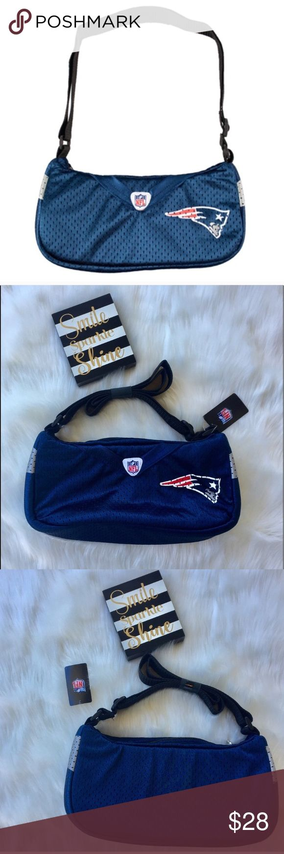 NWT NFL Patriots Jersey Purse NWT NFL Patriots Jersey Purse.  This is a cute fun and versatile bag that is great for game day.  Can be used as a shoulder or cross-body bag, super fun for game day or just to add to anyone's wardrobe goals!     🤔 Please ask all questions ✅Use Offer Button 🚭& 🐶😺🐠Free Home 🚫Trades/Offline Transactions 📦Bundle & Save Nike Bags