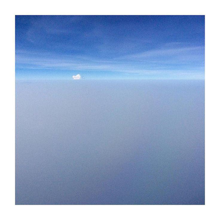 A #white #cloud #ff #Friday #minimal #minimalim_world #blue #sky #ifly #etihad #etihadairways  #andreaturno #ipad #ipadair #ipadphoto @andreaturno  #conceptual  #jj_minimal #jj_minimalism #minimalim_world  #squaready